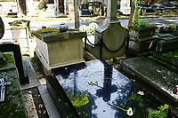 Sepulture de Jeanne Moreau au cimetiere de Montmartre (au second plan) - les obseques ont eu lieu le 7 aout 2017 dans l'intimite, a quelques metres de la tombe du realisateur Francois Truffaut (au premier plan) - Paris - France