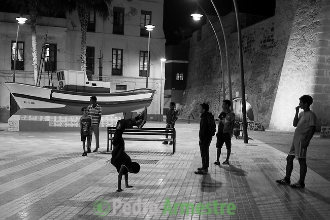 """13 septiembre 2015. Melilla. <br /> """"Un grupo de unos 60 menores marroquíes no acompañados viven en las calles de Melilla, esperando la oportunidad de dejar la ciudad escondidos en los barcos que zarpan hacia la Península. Debido a su situación de desamparo, muchos de estos menores son consumidores de droga, sufren abusos y maltratos"""". © Pedro Armestre/ Save the Children Handout - No sales - No Archives - Editorial Use Only - Free use only for 14 days after release. Photo provided by SAVE THE CHILDREN, distributed handout photo to be used only to illustrate news reporting or commentary on the facts or events depicted in this image."""