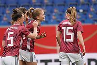 celebrate the goal, Torjubel zum 1:0 Sjoeke Nüsken (Deutschland, Germany) - 10.04.2021 Wiesbaden: Deutschland vs. Australien, BRITA Arena, Frauen, Freundschaftsspiel