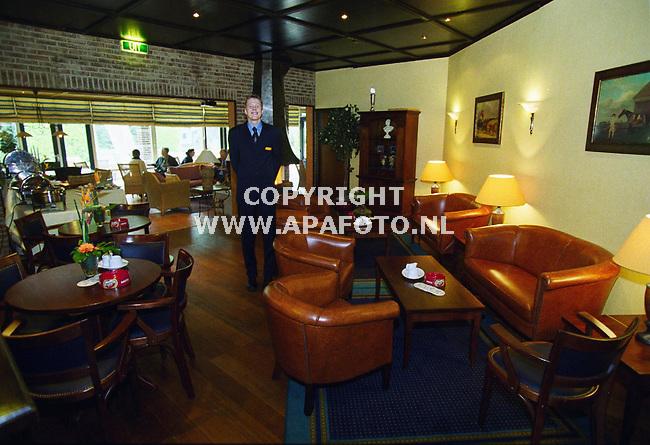 Hoenderloo , 030500  Foto : APA foto<br />De bar waar de heren van Het Nederlands elftal kunnen relaxen . Omdat alle hotelkamers bezet waren mocht daar geen foto gemaakt worden .