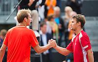 16-09-12, Netherlands, Amsterdam, Tennis, Daviscup Netherlands-Suisse, Thiemo de Bakker shakes hands with Mario Chiudinelli