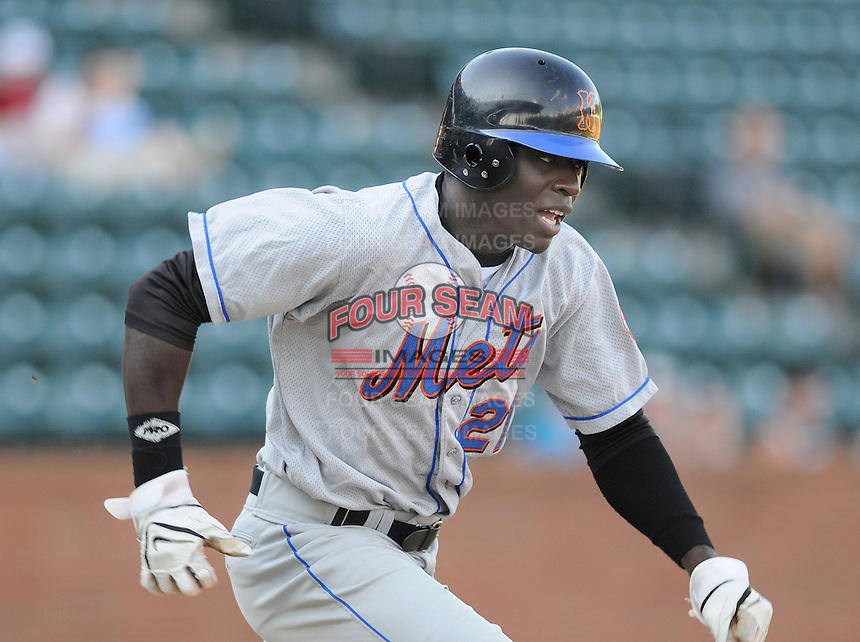 August 2, 2009: Outfielder R.J. Harris (21) of the Kingsport Mets, Appalachian League affiliate of the New York Mets, in a game at Pioneer Park in Greeneville, Tenn. Photo by: Tom Priddy/Four Seam Images