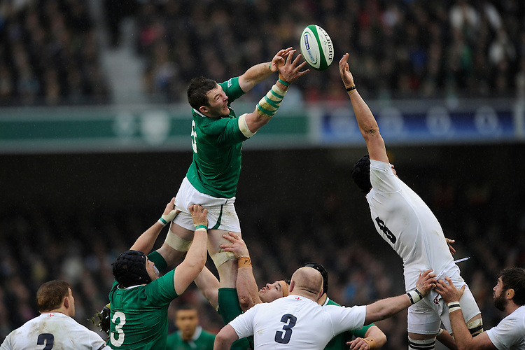 Peter O'Mahoney of Ireland battles in the lineout with Tom Wood of England during the RBS 6 Nations match between Ireland and England at the Aviva Stadium, Dublin on Sunday 10 February 2013 (Photo by Rob Munro)