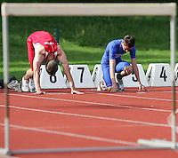 Hürdenläufer bereiten sich auf ihren Start vor. Foto: Jan Kaefer / aif