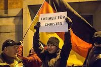 """Etwa 200 Anhaenger des Berliner Ablegers rechten Pegida-Bewegung, Baergida, versammelten sich am Montag den 5. Januar 2015 in Berlin zu einer Demonstration gegen eine angebliche Islamisierung Deutschlands und dagegen, dass """"in 30 Jahren in Deutschland die Sharia herrscht"""", so der Organisator Karl Schmitt.Bis zu 5.000 Menschen protestierten gegen den rechten Ausmarsch und blockierten bei Regen die Marschroute mehrere Stunden. Die Polizei schaffte es nicht mit koerperlicher Gewalt die Blockade zu beenden, so dass die Rechten nach drei Stunden nach Hause gehen mussten. Die Baergida-Anhaenger, """"Berlin gegen die Islamisierung des Abendlandes"""", feierten dies aber dennoch als Sieg. Waren zur ersten Baergida-Aktion eine Woche zuvor nur 5 Menschen gekommen.<br /> Unter den Anhaengern von Baergida waren viele bekannte militante Neonazis und Hooligans sowie Mitglieder der Rechtsparteien AfD und Pro Deutschland und der rechtsradikalen German Defense League. Immer wieder wurde skandiert """"Luegenpresse, auf die Fresse"""" und dass die Journalisten nach Israel verschwinden sollen.<br /> EIn Baergida-Anhaenger fordert """"Freiheit fuer Christen"""".<br /> 5.1.2015, Berlin<br /> Copyright: Christian-Ditsch.de<br /> [Inhaltsveraendernde Manipulation des Fotos nur nach ausdruecklicher Genehmigung des Fotografen. Vereinbarungen ueber Abtretung von Persoenlichkeitsrechten/Model Release der abgebildeten Person/Personen liegen nicht vor. NO MODEL RELEASE! Nur fuer Redaktionelle Zwecke. Don't publish without copyright Christian-Ditsch.de, Veroeffentlichung nur mit Fotografennennung, sowie gegen Honorar, MwSt. und Beleg. Konto: I N G - D i B a, IBAN DE58500105175400192269, BIC INGDDEFFXXX, Kontakt: post@christian-ditsch.de<br /> Bei der Bearbeitung der Dateiinformationen darf die Urheberkennzeichnung in den EXIF- und  IPTC-Daten nicht entfernt werden, diese sind in digitalen Medien nach §95c UrhG rechtlich geschuetzt. Der Urhebervermerk wird gemaess §13 UrhG verlangt.]"""