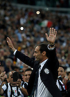 Calcio, Serie A: Juventus vs Napoli. Torino, Juventus Stadium, 23 maggio 2015. <br /> Juventus' Massimiliano Allegri greets fans during celebrations for the victory of the Scudetto at the end of the Italian Serie A football match between Juventus and Napoli at Turin's Juventus Stadium, 23 May 2015.<br /> UPDATE IMAGES PRESS/Isabella Bonotto