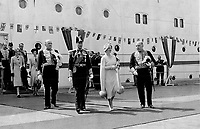 La visite du Roi George VI au Canada en 1939.<br /> <br /> <br /> <br /> <br /> <br /> La visite du Roi George VI au Canada en 1939.<br /> <br /> <br /> <br /> <br /> <br /> Canadians have had the opportunity of seeing the King in a wide variety of dress - naval; military; air force and mufti. As a sailor King; though; he favors the blue of the navy; and it is in an admiral's uniform he is seen; centre directly above; at the landing at Quebec.<br /> <br /> [unknown]<br /> Picture, 1939<br /> <br /> PHOTO : Toronto Star Archives - AQP