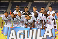 BARRANQUIILLA -COLOMBIA-15-05-2015. Jugadores de Once Caldas posan para una foto previo al partido conUniautónoma por la fecha 20 de la Liga Aguila I 2015 jugado en el estadio Metropolitano de la ciudad de Barranquilla./ xxx (L) player of Uniautonoma fights for the ball with  xxx (R) player of Once Caldas during match valid for the 20th date of the Aguila League I 2015 played at Metropolitano stadium in Barranquilla city.  Photo: VizzorImage/Alfonso Cervantes/Cont