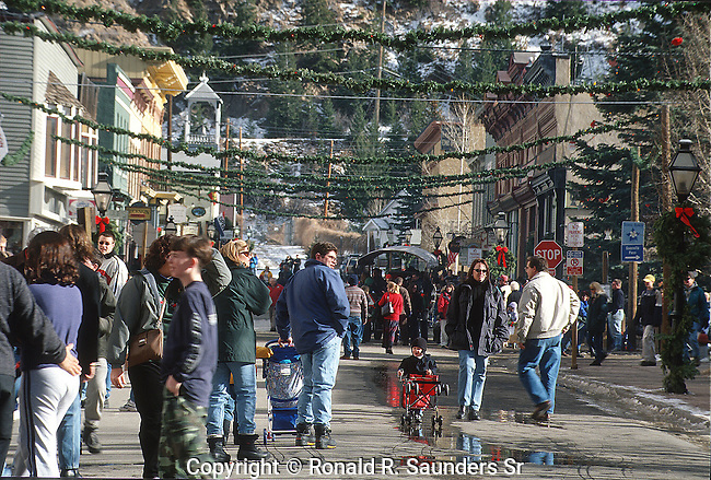 PEOPLE SHOP AND ENJOY CHRISTMAS SEASON IN HISTORIC GEORGETOWN COLORADO (2)