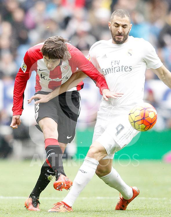 Real Madrid's Karim Benzema (r) and Athletic de Bilbao's Ander Iturraspe during La Liga match. February 13,2016. (ALTERPHOTOS/Acero)