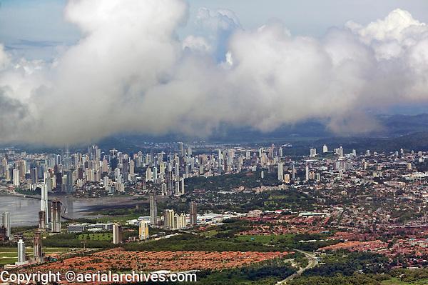 aerial photograph of of residential neighborhoods toward the Panama city skyline, Panama | fotografía aérea de los barrios residenciales hacia el horizonte de  de Panamá