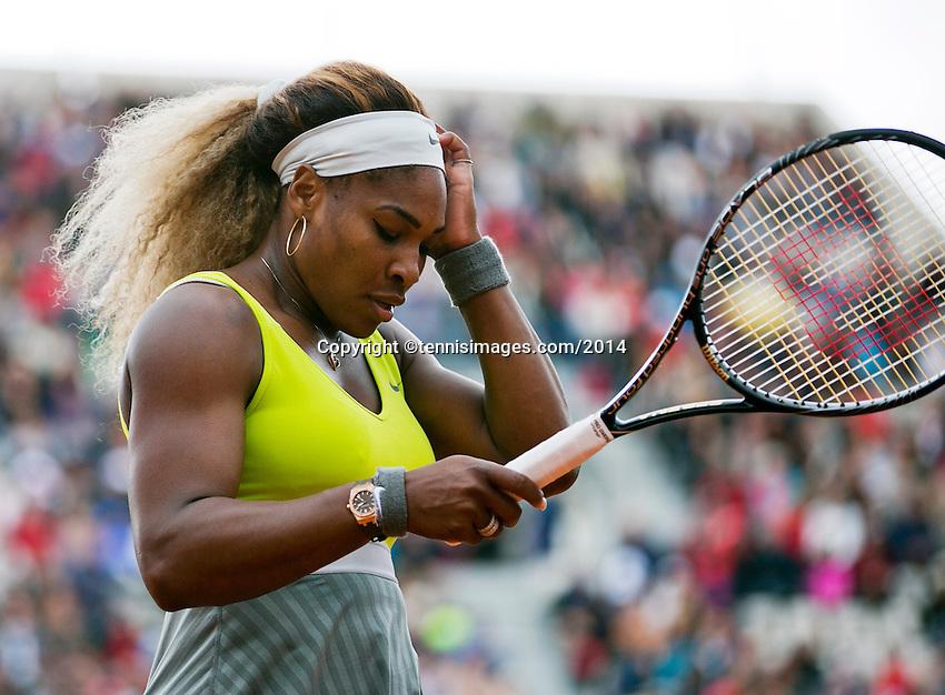 France, Paris, 28.05.2014. Tennis, French Open, Roland Garros, Serina Williams (USA is frustrated in her match against Garbine Muguruza (ESP)<br /> Photo:Tennisimages/Henk Koster