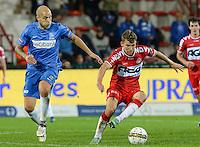 KV Kortrijk - KRC Genk : Lukas Van Eenoo (r) aan de bal voor Yoni Buyens (links) <br /> Foto VDB / Bart Vandenbroucke