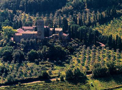 Italien, Umbrien, bei Orvieto: La Badia, ehemals gotische Abtei (12. Jh.) heute Hotel   Italy, Umbria, near Orvieto: La Badia, former Gothic Abbey - today a hotel