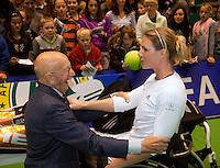 18-12-10, Tennis, Rotterdam, Reaal Tennis Masters 2010, Opa Scheer op de knien voor Esther Vergeer
