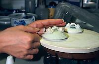 Herstellung von Porzellan der Marke Royal Copenhagen, Kopenhagen, Daenemark