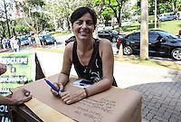 ATENCAO EDITOR FOTO EMBARGADA PARA VEICULO INTERNACIONAL - SAO PAULO, SP, 27 OUTUBRO 2012 - ELEICOES SP - JOSE SERRA - Soninha Francine  em apoio ao  candidato a prefeitura de Sao Paulo e vista no Colegio Santa Cruz na regiao oeste da capital paulista neste domingo. FOTO: VANESSA CARVALHO - BRAZIL PHOTO PRESS.