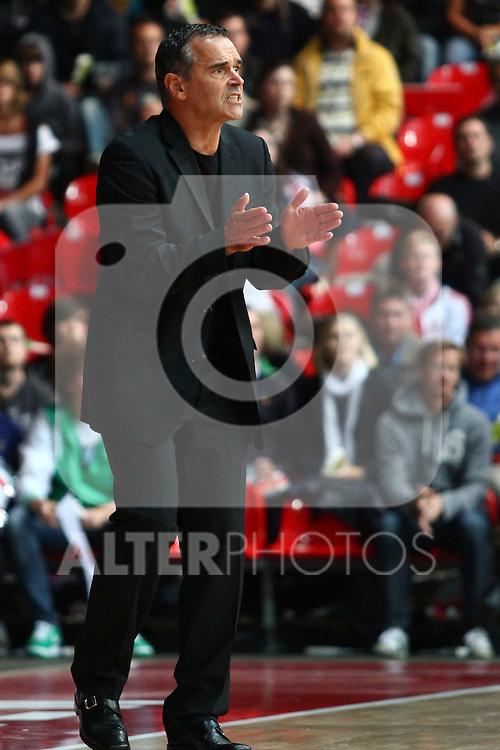 25.09.2010, Olympia Eisstadion, Muenchen, GER, ProA Basketball, FC Bayern Muenchen vs USC Heidelberg, im Bild Dirk Bauermann (Muenchen Head Coach)  , Foto © nph / Straubmeier