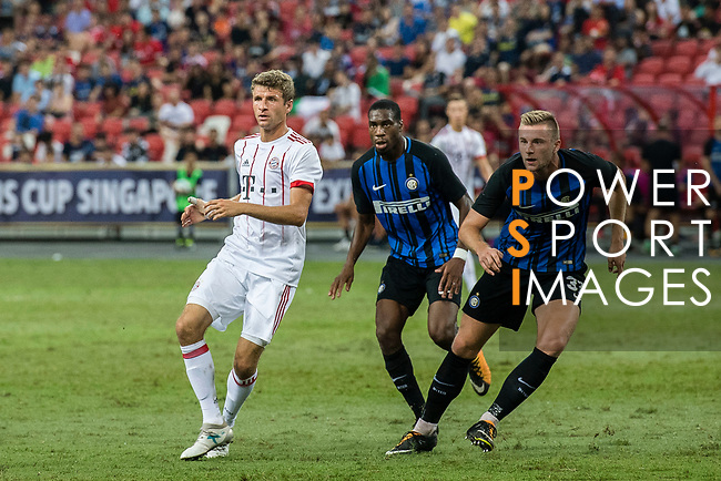 Bayern Munich Forward Thomas Muller (L) fights for position with FC Internazionale Midfielder Geoffrey Kondogbia (C) and FC Internazionale Defender Milan Skriniar (R) gestures during the International Champions Cup match between FC Bayern and FC Internazionale at National Stadium on July 27, 2017 in Singapore. Photo by Marcio Rodrigo Machado / Power Sport Images