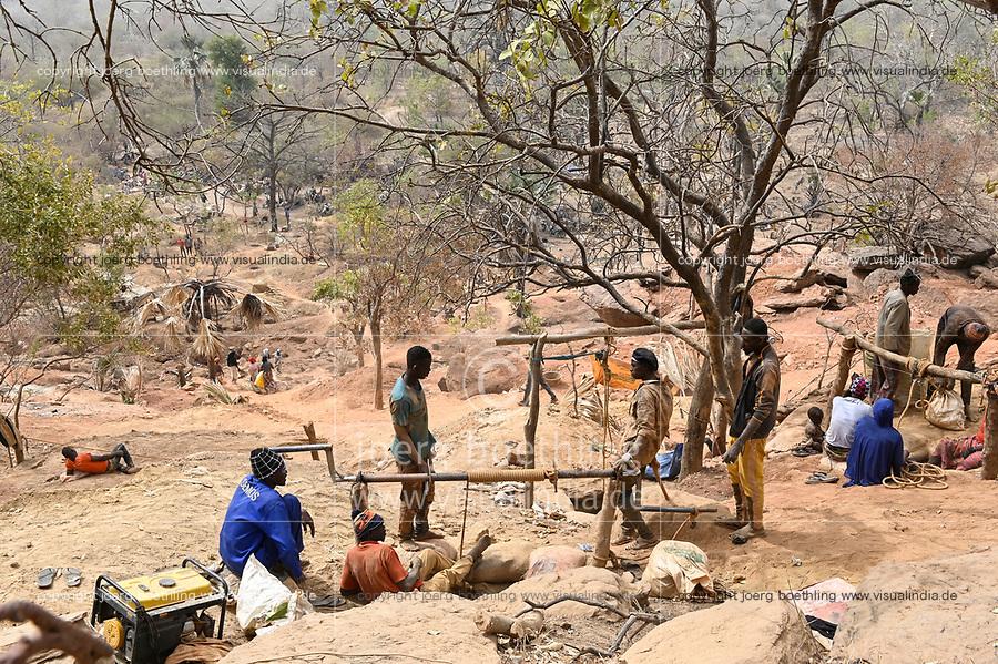 MALI, Kayes, Sadiola, artisanal gold mining at Camp SIRIMANA, winch to lift up the soil / Klein-Goldbergbau