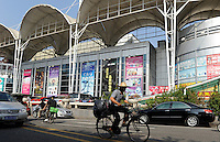 CHINA province Guangdong, city Guangzhou, shopping mall for wholesale and export of cosmetic products / VR CHINA , Metropole Guangzhou Kanton, Messehalle, Export und Grosshandel fuer Kosmetika