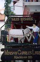 Europe/France/Aquitaine/64/Pyrénées-Atlantiques/Saint-Jean-de-Luz: Détail de l'enseigne d'un magasin de tissages basques