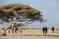 DJIBOUTI , Obock, from here ethiopian migrants try to cross bab el mandeb, red sea, gulf of aden by smuggler boats to Yemen to continue the journey to Saudi Arabia or Europe, group of ethiopian migrants going to the meeting point with the smugglers / DSCHIBUTI, Obock, Meerenge Bab el Mandeb, mit Hilfe von Schleppern versuchen aethiopische Migranten hier nach Jemen ueberzusetzen, um weiter nach Saudi Arabien oder Europa zu gelangen