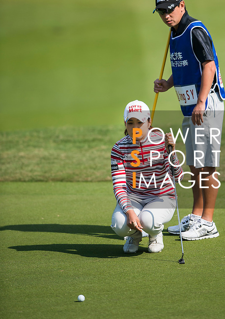 Su-Yeon Jang of Korea lines up a putt during the Hyundai China Ladies Open 2014 at World Cup Course in Mission Hills Shenzhen on December 14 2014, in Shenzhen, China. Photo by Li Man Yuen / Power Sport Images