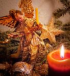 Deutschland, Bayern: antiker Weihnachtsbaumschmuck als Tischdekoration | Germany, Bavaria: antique Christmas tree decorations used for table decoration