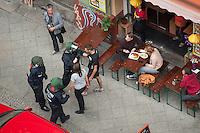 """Polizei sperrt Teil von Kreuzberg wegen Protest gegen die Raeumung der Gerhard-Hauptmann-Schule in der Ohlauer Strasse.<br /> Am 24. Juni 2014 hat der Gruene Bezirksstadtrat von Berlin-Kreuzberg, Hans Panhoff die Raeumung der """"Fluechtlingsschule"""" angeordnet. Zu dieser offiziell als """"Umzug geschoenten Raeumung war die Polizei mit gezogenen Maschinenpistolen angerueckt, hatte jedoch noch keinen Auftrag zur Raeumung. Etliche Fluechtlinge verbarrikadierten sich in dem Schulgebaeude und fluechteten auf das Dach.<br /> Die Polizei hat seit dem 24. Juni mit ueber 1.000 Beamten saemtliche Strassen um die Schule abgeriegelt. Anwohner duerfen nur nach Personalienfeststellung in ihre Wohnungen, Geschaefte und Gewerbe koennen keine Kundschaft mehr empfangen. Anwohner die gegen das Vorgehen der Polizei protestieren werden von Beamten drangsaliert, geschlagen und verletzt. Mehrere Personen, darunter auch Kinder mussten zum Teil mit Kieferbruch ins Krankenhaus. Die Personalien der Pressevertreter werden ohne Angabe von Gruenden erfasst, Dienstnummern werden verweigert.<br /> Am 1. Juli 2014 hat Baustadtrat Panhoff die polizeiliche Raeumung des Schulgebaeudes beantragt. Einige der Fluechtlinge haben angekuendigt, im Fall der Raeumung vom Dach zu springen. """"Wir haben nichts mehr zu verlieren!"""" sagen sie.<br /> Im Bild: Die Polizei verweigert einem Anwohner handgreiflich das ueberqueren der Strasse.<br /> 2.7.2014, Berlin<br /> Copyright: Christian-Ditsch.de<br /> [Inhaltsveraendernde Manipulation des Fotos nur nach ausdruecklicher Genehmigung des Fotografen. Vereinbarungen ueber Abtretung von Persoenlichkeitsrechten/Model Release der abgebildeten Person/Personen liegen nicht vor. NO MODEL RELEASE! Don't publish without copyright Christian-Ditsch.de, Veroeffentlichung nur mit Fotografennennung, sowie gegen Honorar, MwSt. und Beleg. Konto: I N G - D i B a, IBAN DE58500105175400192269, BIC INGDDEFFXXX, Kontakt: post@christian-ditsch.de<br /> Urhebervermerk wird gemaess Paragraph 13 UHG"""