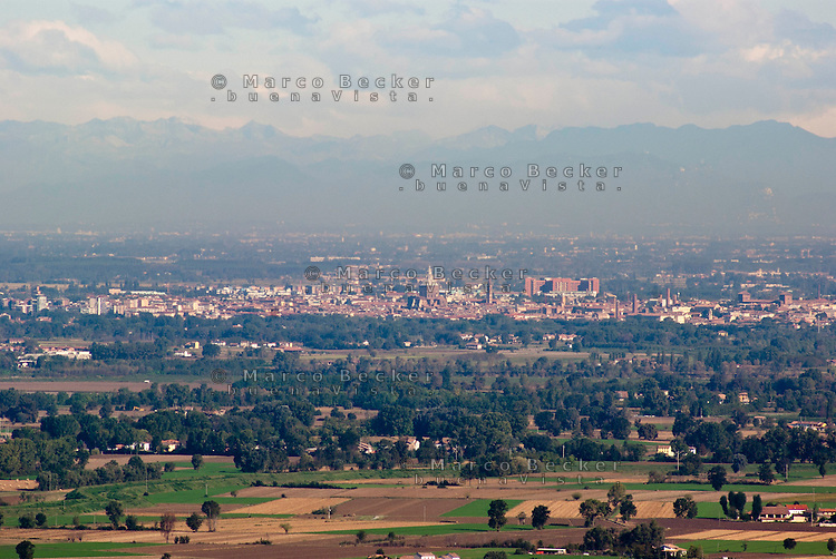 Veduta su Pavia e la Pianura Padana dall'Oltrepò Pavese --- View over Pavia and the Padan Plain from the Oltrepò Pavese