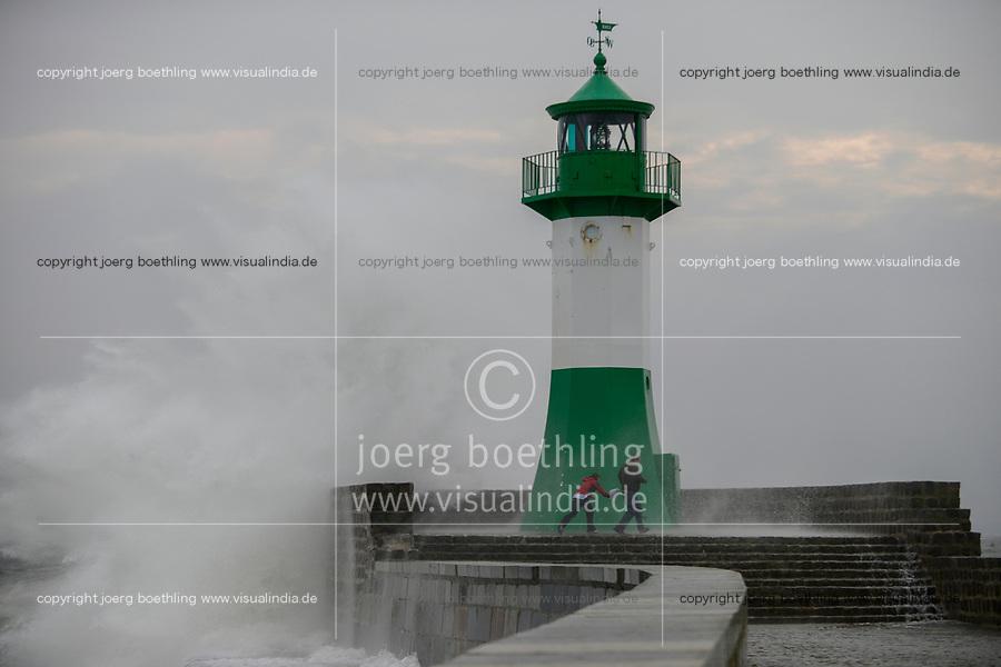 GERMANY, baltic sea, island Ruegen, Sassnitz, storm at lighthouse