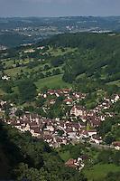 Europe/Europe/France/Midi-Pyrénées/46/Lot/Autoire: le village photographié depuis les falaises du Cirque d'Autoire - Plus Beaux Villages de France