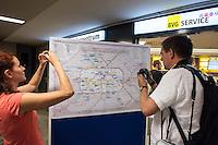 """Die Berliner Verkehrsbetriebe bauen ihr kostenloses WLAN-Angebot """"BVG Wi-Fi"""" aus.<br /> Dr. Sigrid Evelyn Nikutta, Vorstandsvorsitzende und Vorstand Betrieb der BVG, Dr. Matthias Kollatz-Ahnen, Finanzsenator und BVG-Aufsichtsratsvorsitzender, und Henner Bunde, Staatssekretaer in der Senatsverwaltung für Wirtschaft, Technologie und Forschung, stellten am 27. Juli 2016 im Bahnhof Zoo die Ausbauplaene vor. Fast 30 BVG-Bahnhoefe haben bislang kostenfreies WiFi, ein Projekt mit kostenfreiem WiFi in BVG-Bussen ist in der Testphase.<br /> Im Bild: Eine Uebersichtskarte mit den aktiven WiFi-Bahnhoefen (gelb) und den geplanten Bahnhoefen (blau)<br /> 27.7.2016, Berlin<br /> Copyright: Christian-Ditsch.de<br /> [Inhaltsveraendernde Manipulation des Fotos nur nach ausdruecklicher Genehmigung des Fotografen. Vereinbarungen ueber Abtretung von Persoenlichkeitsrechten/Model Release der abgebildeten Person/Personen liegen nicht vor. NO MODEL RELEASE! Nur fuer Redaktionelle Zwecke. Don't publish without copyright Christian-Ditsch.de, Veroeffentlichung nur mit Fotografennennung, sowie gegen Honorar, MwSt. und Beleg. Konto: I N G - D i B a, IBAN DE58500105175400192269, BIC INGDDEFFXXX, Kontakt: post@christian-ditsch.de<br /> Bei der Bearbeitung der Dateiinformationen darf die Urheberkennzeichnung in den EXIF- und  IPTC-Daten nicht entfernt werden, diese sind in digitalen Medien nach §95c UrhG rechtlich geschuetzt. Der Urhebervermerk wird gemaess §13 UrhG verlangt.]"""