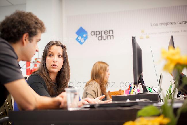 """Sesión de fotos con Juan Salcedo, CEO de """"Aprendum"""" en sus oficinas de Madrid, para Mother Tongue/Google."""