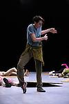 SIDER<br /> Chorégraphie : William Forsythe<br /> Musique Thom Willems<br /> Objets lumineux Spencer Finch<br /> Lumière Ulf Naumann, Tanja Rühl<br /> Costumes Dorothee Merg<br /> Conception sonore Niels Lanz<br /> Assistants à la dramaturgie et à la production Billy Bultheel, Freya Vass-Rhee, Elizabeth Waterhouse<br /> Compagnie : The Forsythe Company<br /> Avec <br /> Yoko Ando<br /> Esther Balfe<br /> Dana Caspersen<br /> Katja Cheraneva<br /> Brigel Gjoka<br /> Amancio Gonzalez<br /> Josh Johnson<br /> David Kern<br /> Fabrice Mazliah<br /> Roberta Mosca<br /> Jone San Martin<br /> Riley Watts<br /> Ander Zabala<br /> Le 14/12/2011<br /> Lieu : Théâtre National de Chaillot<br /> Ville : PARIS<br /> © Laurent Paillier / photosdedanse.com<br /> All rights reserved