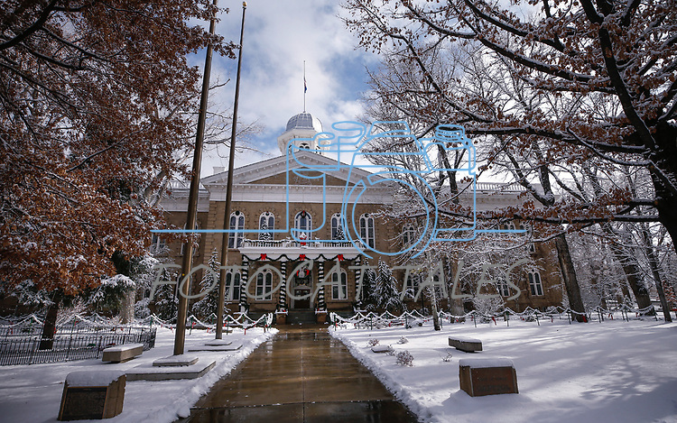 Light snow covers the Capitol in downtown Carson City, Nev., on Wednesday, Dec. 5, 2018. <br /> Photo by Cathleen Allison/Nevada Momentum
