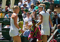 England, London, June 30, 2015, Tennis, Wimbledon, Kiki Bertens (NED) and Petra Kvitova (CZE) (R) passing eachother during changeover<br /> Photo: Tennisimages/Henk Koster