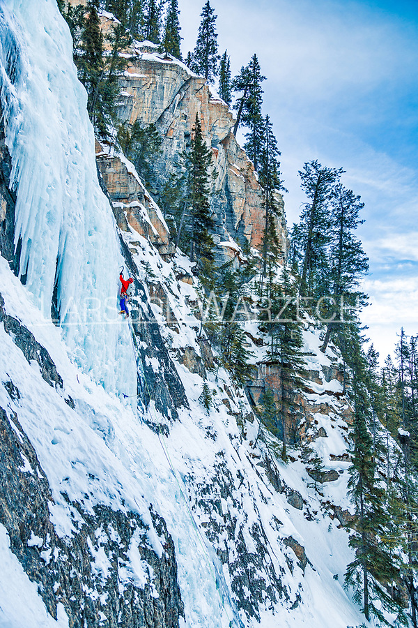 Climber on Guinness Gully, WI4 - this 245m climb is one of the best moderate ice routes in Field. A long climb with an easy approach, the first pitch can take some time to form and is often thin. Second pitch is a 30m grade 4 pillar, the last pitch is nice and long.