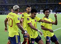 BARRANQUILLA – COLOMBIA, 09-09-2021: Luis Diaz de Colombia (COL) celebra con sus compañeros de equipo su gol anotado a Chile (CHI), durante partido entre los seleccionados de Colombia (COL) y Chile (CHI), de la fecha 9 por la clasificatoria a la Copa Mundo FIFA Catar 2022, jugado en el estadio Metropolitano Roberto Melendez en Barranquilla. / Luis Diaz of Colombia (COL) celebrates with his teammates his scored goal to Chile (CHI), during match between the teams of Colombia (COL) and Chile (CHI), of the 9th date for the FIFA World Cup Qatar 2022 Qualifier, played at Metropolitan stadium Roberto Melendez in Barranquilla. / Photo: VizzorImage / Jairo Cassiani / Cont.