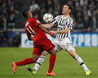 Calcio, andata degli ottavi di finale di Champions League: Juventus vs Bayern Monaco. Torino, Juventus Stadium, 23 febbraio 2016. <br /> Bayern's Douglas Costa, left, and Juventus' Stephan Lichsteiner fight for the ball during the Champions League round of 16 first leg soccer match between Juventus and Bayern at Turin's Juventus Stadium, 23 February 2016.<br /> UPDATE IMAGES PRESS/Isabella Bonotto