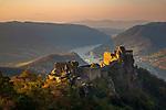 Oesterreich, Niederoesterreich, Marktgemeinde  Schönbühel-Aggsbach, Ortsteil Aggstein: Burgruine Aggstein ca. 300 Höhenmeter über der Donau  | Austria, Lower Austria, community Schoenbuehel-Aggsbach, district Aggstein: castle ruin Aggstein, about 300 m above river Danube