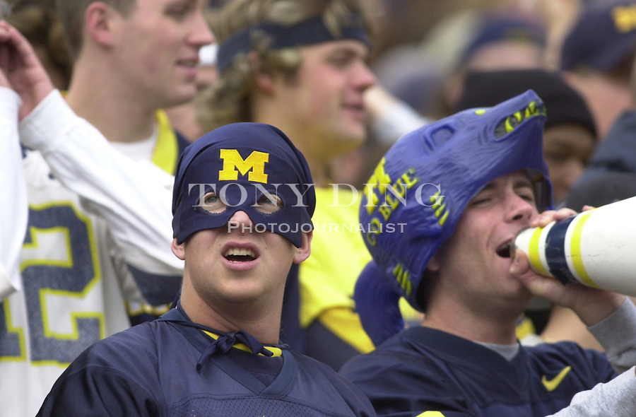 during the Wolverine's 56-14 victory over Illinois at Michigan Stadium on October 17, 2003 in Ann Arbor, Mich. (TONY DING/Daily)