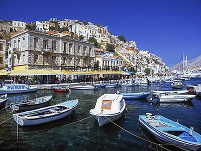 Griechenland, Dodekanes, Insel Symi, Chorio: mit Hafen Gialós   Greece, Symi Island, Chorio: with harbour Gialós
