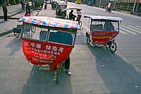 Serviço de taxi na cidade de Liuzhou na China. 2007. Foto de Flãvio Bacellar.