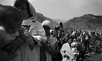 Cukurca - Kurdistan - Turkish Iraqi border - April 1991.Consequences of Gulf War. Thousands of ethnic kurds fled Iraq becouse of fightings between Saddam Hussein and NATO troops..In the picture some refugees crossing the Turkish Iraqi border..Photo Livio Senigalliesi