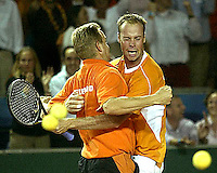 20030919, Zwolle, Davis Cup, NL-India, Coach Tjerk Bogtstra jumps in the arms of Martin Verkerk after Verkerk beat Bopanna in 5 sets.