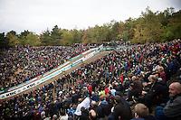 riders descending into the famous roaring 'Pit' <br /> <br /> Men Elite Race<br /> Superprestige Zonhoven 2015
