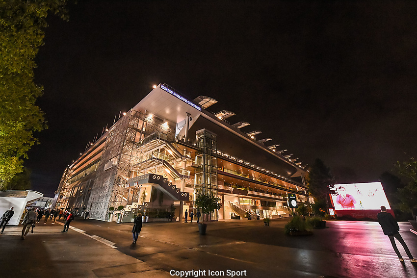 Illustration picture of Philippe Chatrier Court at night during day third of the Tennis French Open on September 29, 2020 in Paris, France. (Photo by Baptiste Fernandez/Icon Sport) - --- - Roland Garros - Paris (France)