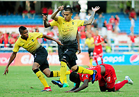 CALI -COLOMBIA-13-08-2017: Olmes Garcia (Der) jugador de América Cali disputa el balón con Juan David Rios (Izq) jugador de Alianza Petrolera durante partido por la fecha 7 de la Liga Águila II 2017 jugado en el estadio Pascual Guerrero de la ciudad de Cali. / Olmes Garcia (R) player of America Cali struggles the ball with Juan David Rios (L) player of Alianza Petrolera during match for the date 7 of the Aguila League II 2017 played at Pascual Guerrero stadium in Cali. Photo: VizzorImage / Nelson Rios / Cont